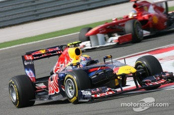 Mark Webber, Red Bull Racing leads Fernando Alonso, Scuderia Ferrari