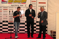 Indy Japan 300 welcome party: Dan Wheldon and Tony George on stage