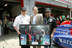 Michael Andretti receives a special award