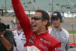 Helio Castroneves reacts to winning the pole