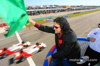 Gene Simmons drops the green flag
