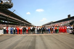 Family picture for the 33 drivers of the 90th running of the Indianapolis 500