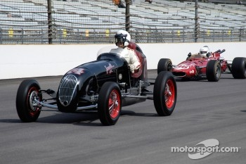 Vintage racers: 1946 Jewell Special and 1966 Eagle
