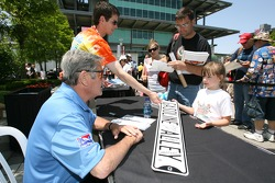 Autograph session for Al Unser Sr.