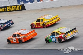 Joey Logano, Joe Gibbs Racing Toyota, Kurt Busch, Penske Racing Dodge and Kyle Busch, Joe Gibbs Racing Toyota