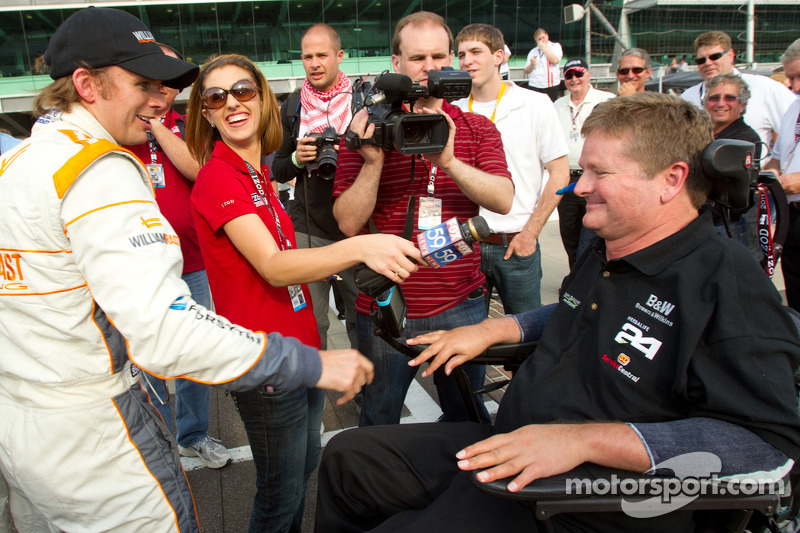 Pole winning team owner Sam Schmidt congratulated by Dan Wheldon, Bryan Herta Autosport with Curb / Agajanian