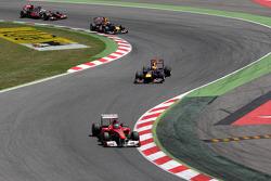 Fernando Alonso, Scuderia Ferrar ileads Sebastian Vettel, Red Bull Racing