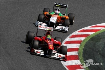 Felipe Massa, Scuderia Ferrari leads Adrian Sutil, Force India F1 Team