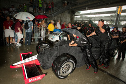 Ryan Briscoe, Team Penske heads back to Gasoline Alley during the heavy rainstorm