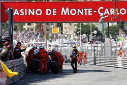 Crash between Jaime Alguersuari, Scuderia Toro Rosso and Vitaly Petrov, Lotus Renault GP