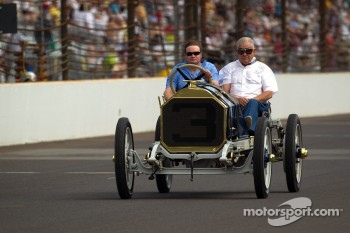Vintage Indy cars on track