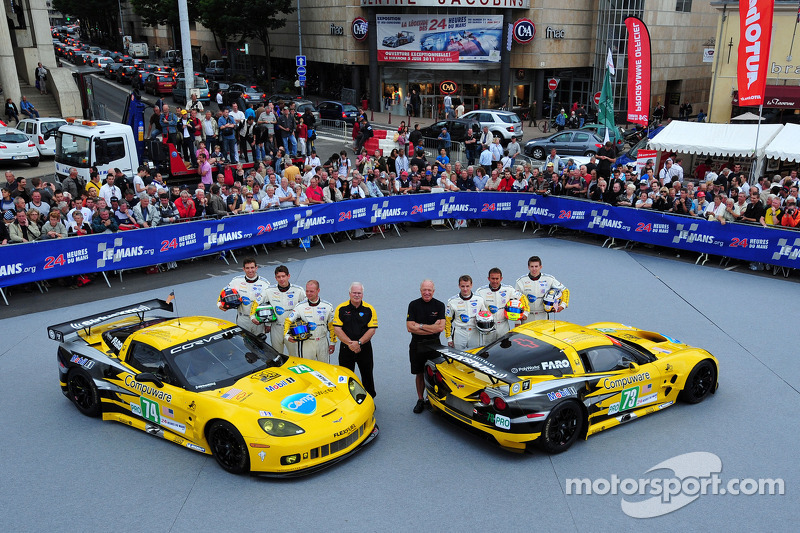#03 Corvette Racing Chevrolet Corvette C6 ZR1: Olivier Beretta, Tom Milner, Antonio Garcia and #04 Corvette Racing Chevrolet Corvette C6 ZR1: Oliver Gavin, Jan Magnussen, Richard Westbrook