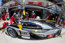 Pit stop for #3 Audi Sport North America Audi R18 TDI: Rinaldo Capello, Tom Kristensen, Allan McNish