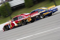 Jamie McMurray, Earnhardt Ganassi Racing Chevrolet and Martin Truex Jr., Michael Waltrip Racing Toyota
