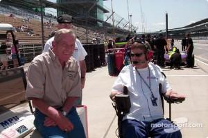 Sam Schmidt and Gary Bettenhausen in pit lane