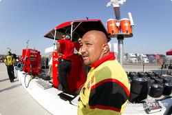 Kelley Racing crew member Carlos Fernandes