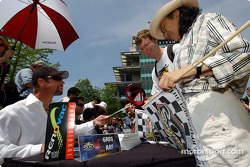 Autograph session: Greg Ray