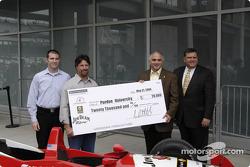 Michael Andretti gives Jim Beam