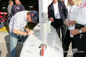 Buddy Rice signs a surfboard