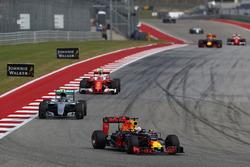Daniel Ricciardo, Red Bull Racing RB12, Nico Rosberg, Mercedes AMG F1 W07 Hybrid, Kimi Raikkonen, Ferrari SF16-H
