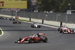 Kimi Räikkönen, Ferrari SF16-H; Sebastian Vettel, Ferrari SF16-H