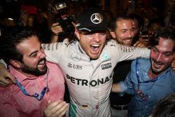 Nico Rosberg, Mercedes AMG F1 feiert seinen WM-Titel mit dem Team