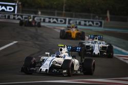 Valtteri Bottas, Williams FW38, vor Felipe Massa, Williams FW38