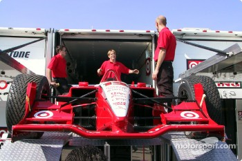 Ganassi Racing unpacking