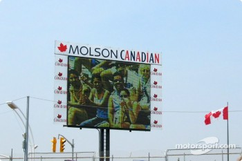 Canadian fans on jumbo screen