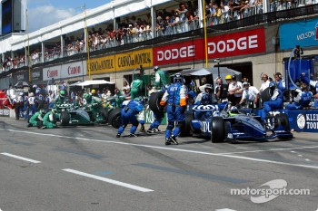 Pitstop for Dario Franchitti and Paul Tracy