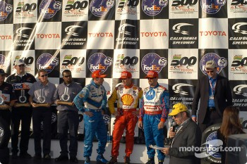 The podium: race winner Jimmy Vasser with Michael Andretti and Patrick Carpentier