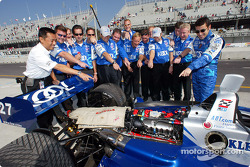 Team KOOL Green were the recipients of the last CART engine built by Honda in Japan, which arrived with some celebratory bows attached