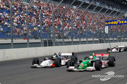 Sébastien Bourdais and Mario Dominguez battle for the lead
