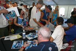 Drivers autograph session: Paul Tracy, Tiago Monteiro and Max Papis
