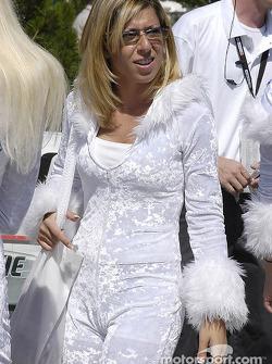 Fan dressed in white
