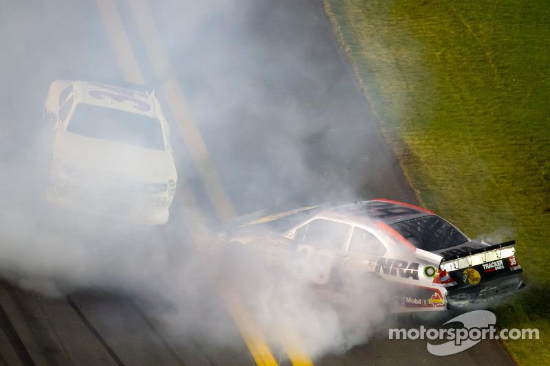 Crash on the last lap, exiting turn 4: Ryan Newman, Stewart-Haas Racing Chevrolet