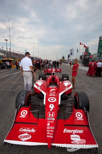 Car of Scott Dixon, Target Chip Ganassi Racing on the starting grid