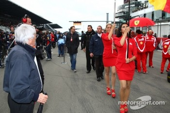 Bernie Ecclestone with the Grid girls