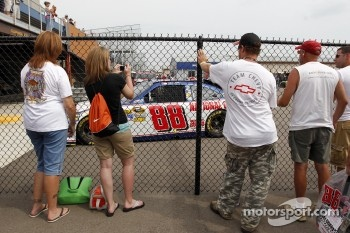 Fans watch Dale Earnhardt, Jr.