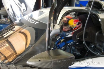 Kimi Raikkonen tests the Peugeot 908