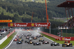 Christian Vietoris leads Jules Bianchi, Marcus Ericsson;the rest of the field into turn one on the opening lap of the race