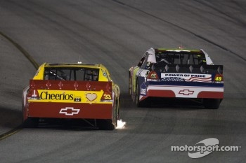Clint Bowyer, Richard Childress Racing Chevrolet and Jimmie Johnson, Hendrick Motorsports Chevrolet