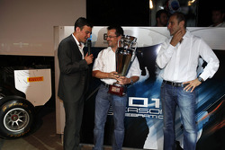 Will Buxton presents the winning GP3 teams trophy to Guillarne Capictto from Lotus ART with Bruno Michel