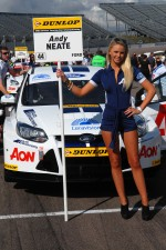 team-aon-grid-girl-to-andy