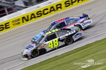 Jimmie Johnson, Hendrick Motorsports Chevrolet and Bobby Labonte, JTG Daugherty Racing Toyota