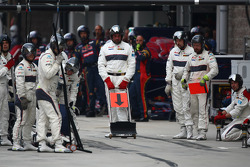 Sauber mechanics awaiting a pit stop