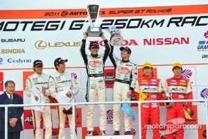 GT300 class podium: race winners Nobuteru Taniguchi, Taku Bamba