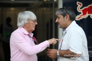 Bernie Ecclestone with father of Karun Chandhok