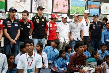 F1 Drivers with young Indians