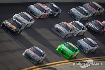 Kasey Kahne, Hendrick Motorsports Chevrolet leads the pack